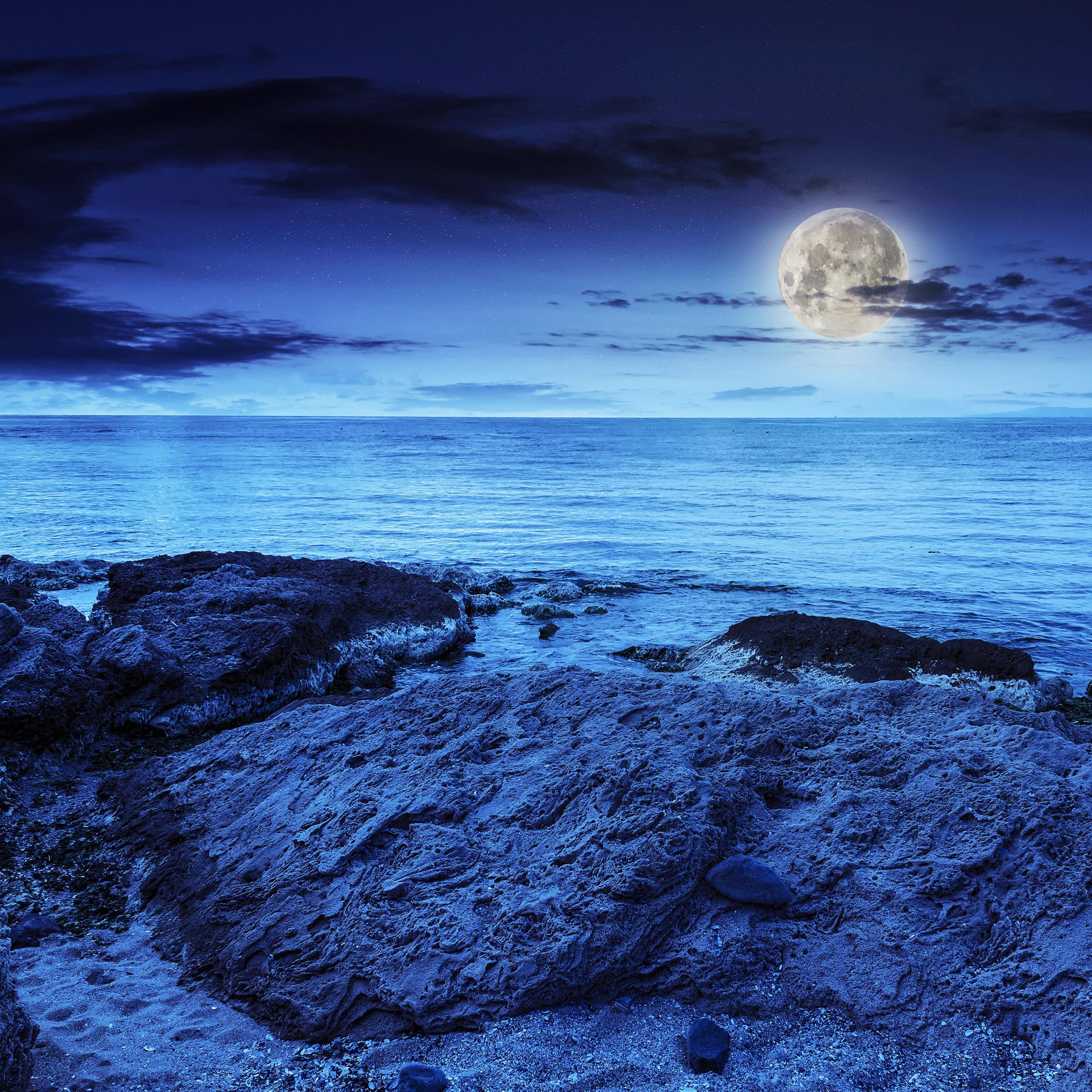 Free stock photo of a beach in the evening. Blue hue filter. Photo by Pellinni on Morguefile.com